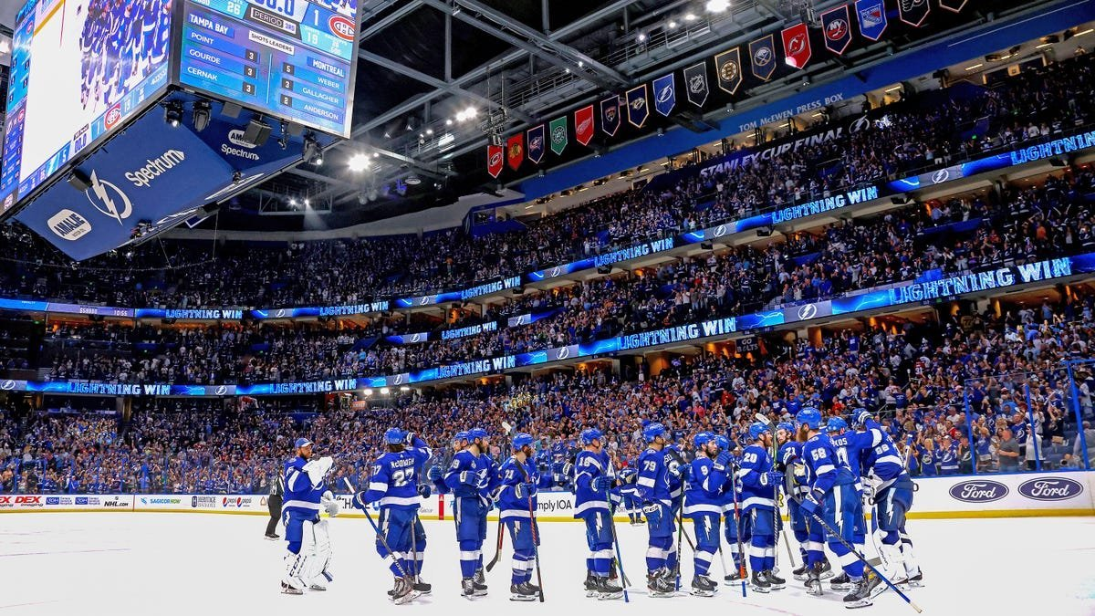 The Lightning Win The Stanley Cup: Deadspin Reactions