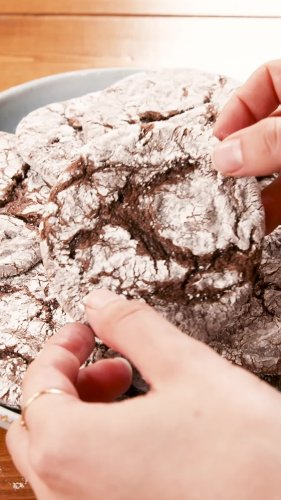 You Only Need 4 Ingredients To Make Chocolate Cool Whip Cookies