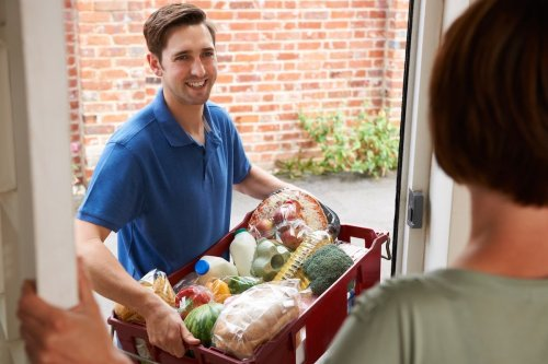 Earn Cash Making Deliveries with These Side Gigs
