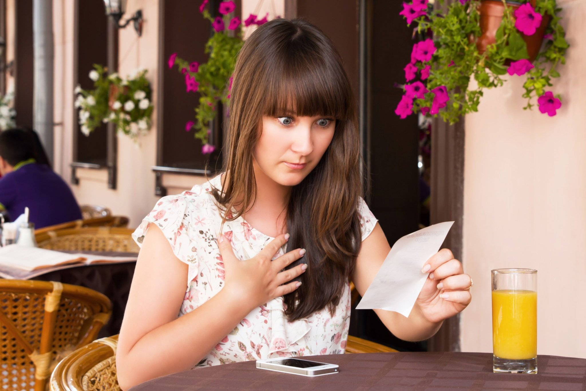 Don't Fall For These Expensive Tricks When Dining Out