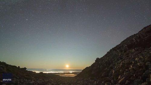 Mesmerizing Timelapse Captures Milky Way Shining Over Tasmania