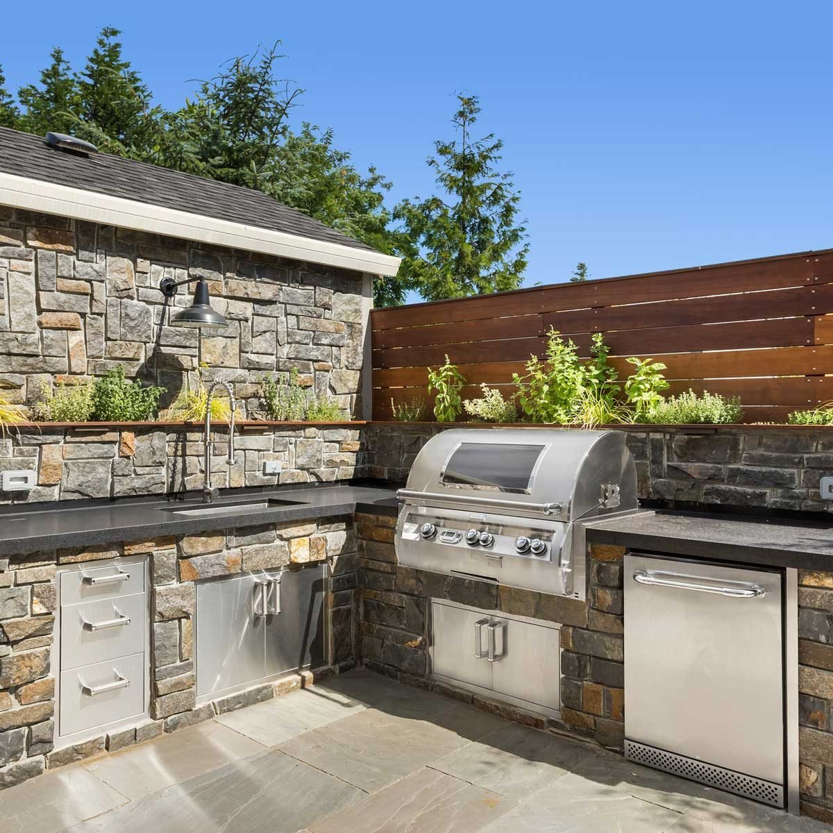 Everything You Need To Build an Outdoor Kitchen or Bar This Summer
