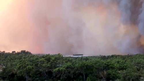 Massive wildfire in southern Turkey spreading to homes