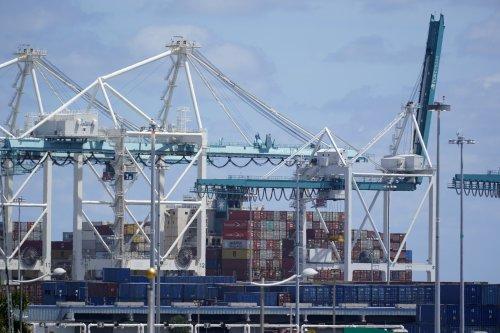 US trade deficit hits record $75.7 billion in June