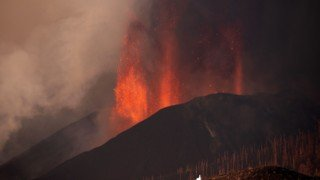 Flights cancelled after new Canary Islands volcanic eruption
