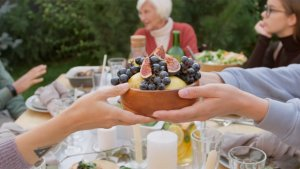 What Americans Like To Eat on a First Date, To Meet the in-Laws or to Break Up