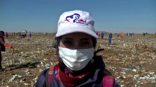French influencer takes on Bolivia's 'plastic lake'