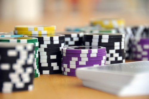 http://fliponline.net/choosing-online-poker-sites-that-attract-you/ cover image