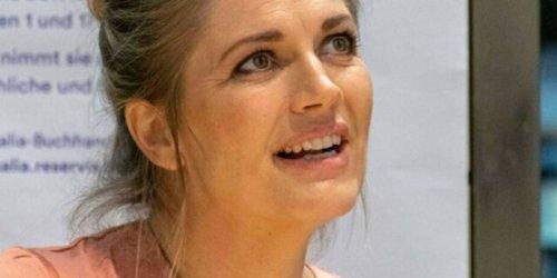 """Schauspielerin ist """"sprachlos"""" - Promis mit gefälschten Impfpässen: Ex-GZSZ-Star Nina Bott deckt """"Schweinerei"""" auf"""