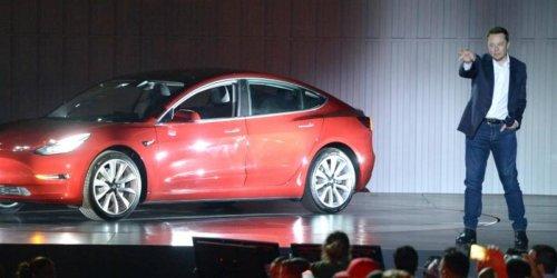 Neue Typklassen bei der Kfz-Versicherung: Manche Autofahrer zahlen bald 30 Prozent mehr – Tesla-Fahrer dürfen sich freuen