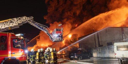 Großalarm in Hamburg: Flammenmeer und giftige Rauchwolke