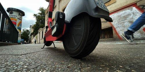 Radler und E-Scooter auf Gehwegen: Neukölln will reagieren
