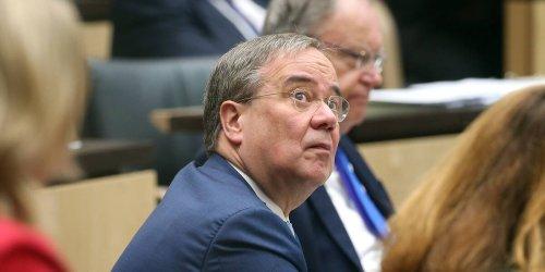 """""""Wir warten nicht wie ein Hündchen vor der Tür"""": Laschet schreibt E-Mail an alle CDU-Mitglieder - einem von ihnen platzt der Kragen"""
