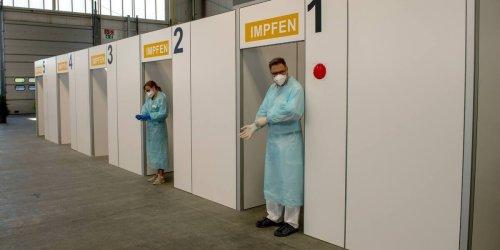 Coronavirus-Impfung im Ticker: Ärger in Bayern: Auf einmal werden Erstimpfungen in Impfzentren gestoppt