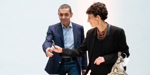 Coronavirus-Impfung im Ticker: Biontech-Gründer Özlem Türeci und Ugur Sahin mit Paul Ehrlich-Preis ausgezeichnet