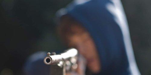 Tragischer Unfall : Drama am Gardasee: 13-Jähriger erschießt versehentlich seine Schwester (15)