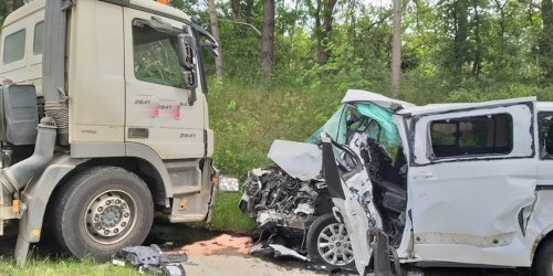 Polizeiinspektion Lüneburg: POL-LG: ++ in Gegenverkehr geraten - nach Verkehrsunfall schwer verletzt ++ bei Streit in Wohnung mit Messer zugestochen - Opfer verletzt - Täter vorläufig festgenommen ++