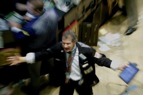 """Investmentbank warnt vor """"dritten Schock"""" und sagt, wann Anleger verkaufen sollten"""