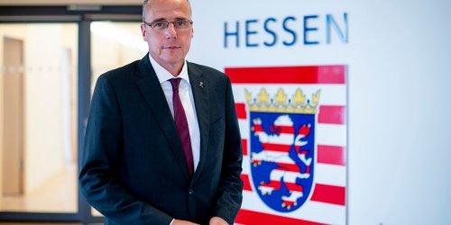"""WIESBADEN: Peter Beuth (CDU) zur Lage bei der Polizei: """"Natürlich mache ich auch Fehler"""""""