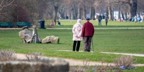 Neue Zahlen: Staat hält die Hand auf: Deutsche Rentner zahlen immer mehr Steuern