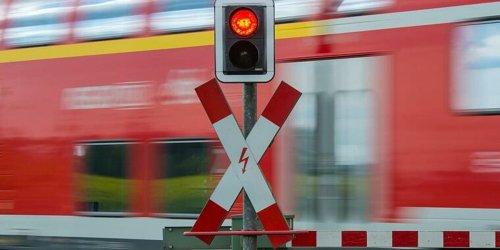 Miltenberg: Tödlicher Unfall an Bahnübergang bei Miltenberg - Strecke gesperrt