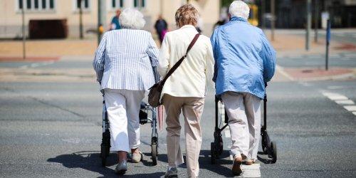 Musterklage gegen Doppelbesteuerung: Doppelbesteuerung: Viele Rentner müssen jetzt handeln - es geht um Tausende Euro