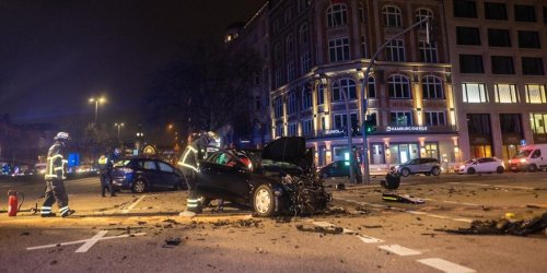 Mit 200 km/h durch Hamburg: Unfallfahrer muss in Therapie