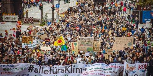"""""""Es passiert nichts!"""" Zehntausende demonstrierten in Hamburg bei Fridays For Future"""