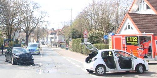 Polizei Bielefeld: POL-BI: Totalschaden: Zwei Pkw kollidiert