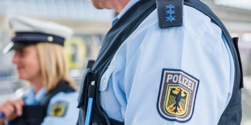 Bundespolizeidirektion Sankt Augustin: BPOL NRW: Bundespolizisten erkennen Kreditkartenbetrüger nach Videoauswertung wieder - Wohnungsdurchsuchung erfolgreich