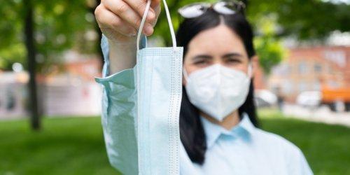 Medizinischer Vorteil umstritten: Fast überall reicht bei Hitze und Inzidenz OP-Maske – nur Bayern bleibt bei FFP2-Pflicht