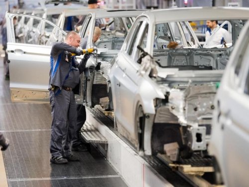 Wegen Chipmangel: Autoindustrie droht Produktionsausfall von 5 Millionen Fahrzeugen