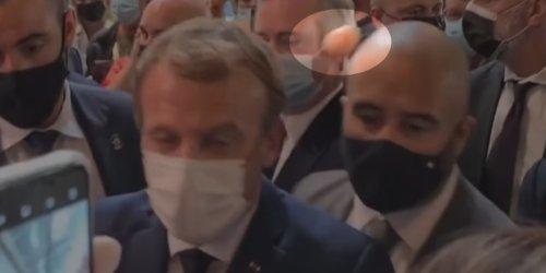 Angriff auf Frankreichs Präsidenten: Auf Gastronomie-Messe: Emmanuel Macron mit Ei beworfen