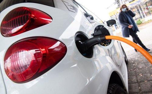 Umfrage zeigt: Marktdurchbruch von E-Autos hängt von einem entscheidendem Faktor ab