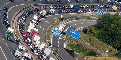 Leere Regale auch in Deutschland?: Lkw-Fahrer gehen aus! Deutschland steuert aufs gleiche Problem wie Großbritannien zu