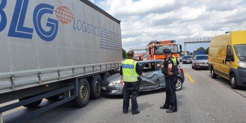 Hamburg: Mega-Stau nach Unfall mit Lkw auf der A7
