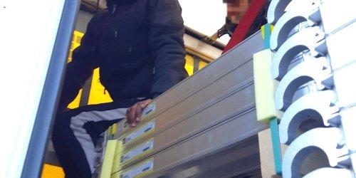 Bundespolizeidirektion München: Bundespolizeidirektion München: Migranten tagelang in Auflieger gesperrt / Lkw-Fahrer reagiert am Irschenberg auf Klopfgeräusche
