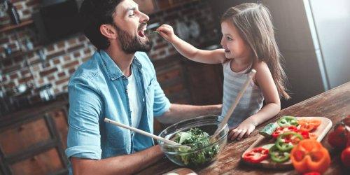Anti-Aging mit Essen: Welche Lebensmittel jung halten und welche alt machen