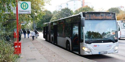 Prügelei um Sitzplatz im Bus: Hochbahn-Mitarbeiter greift Vater an