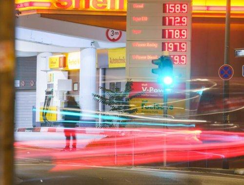 Benzin sehr viel billiger: Deutsche stürmen Tankstellen in Tschechien