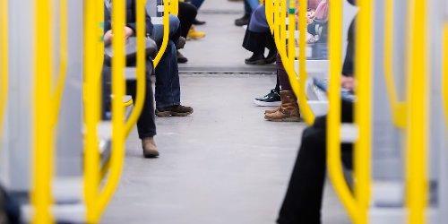 News zur Corona-Pandemie: NRW schafft die FFP2-Maskenpflicht in Bussen und Bahnen ab