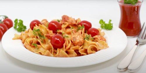 Lachs-Pasta in sahniger Tomatensauce: Schmeckt wie beim Italiener!