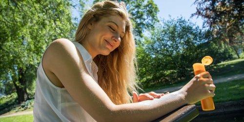 Hautarzt warnt: Sonnencreme aus dem Vorjahr lieber entsorgen: Kann krebserregend sein!