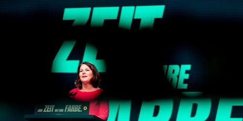 Grünen-Kandidatin unter Druck: Promi-Anwalt, aggressive Tweets: Jetzt droht Baerbock der Guttenberg-Effekt