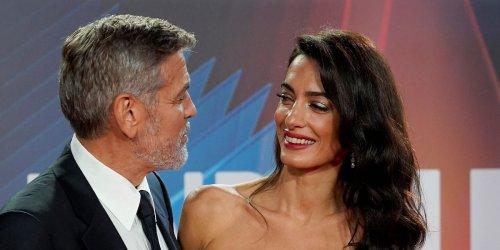 """Heiratsantrag mit Hindernissen: George Clooney: Beim Heiratsantrag kniete er 20 Minuten vor Amal Clooney, bis sie """"Ja"""" sagte"""