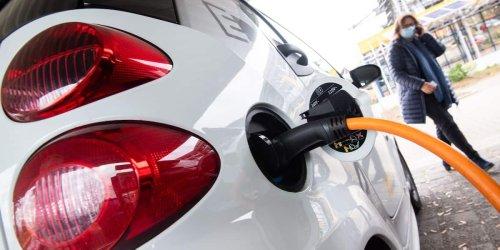 Blackout-Gefahr: Stromrationierung: Drehen Baerbock, Scholz und Laschet E-Auto-Fahrern den Saft ab?