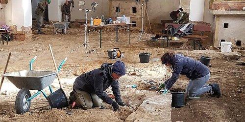 """Bamberg: Ludwag: Archäologen glückt historischer Fund in Dorfkirche - """"Das ist wirklich erstaunlich"""""""