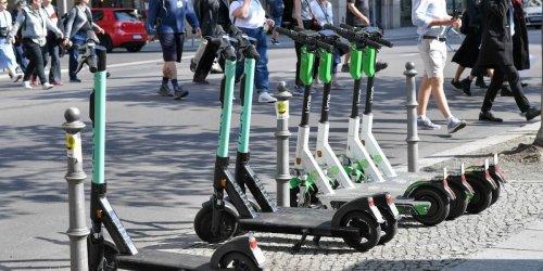 Auf dem E-Scooter Verkehrsregeln gebrochen: So hart sind die Strafen