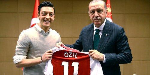 Foto mit Erdogan: Drei Jahre nach Özil-Affäre gesteht DFB-Boss Bierhoff eigene Fehler
