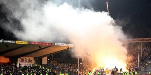 Üble Szenen, große Siege: Die Spiele von St. Pauli gegen Rostock